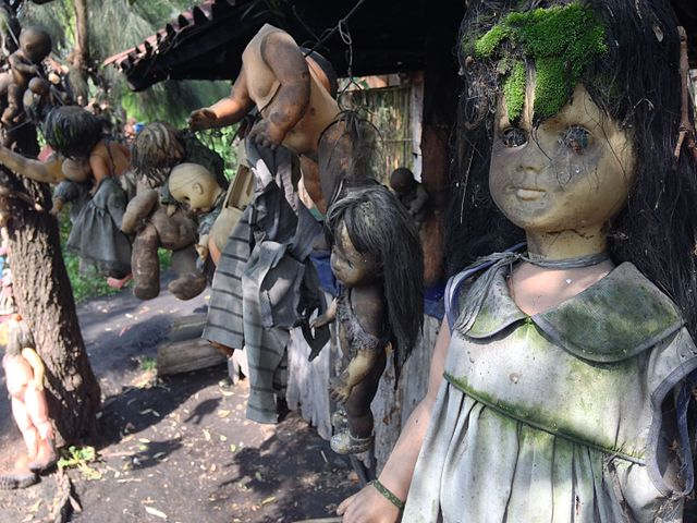 More dolls, Island of the dolls